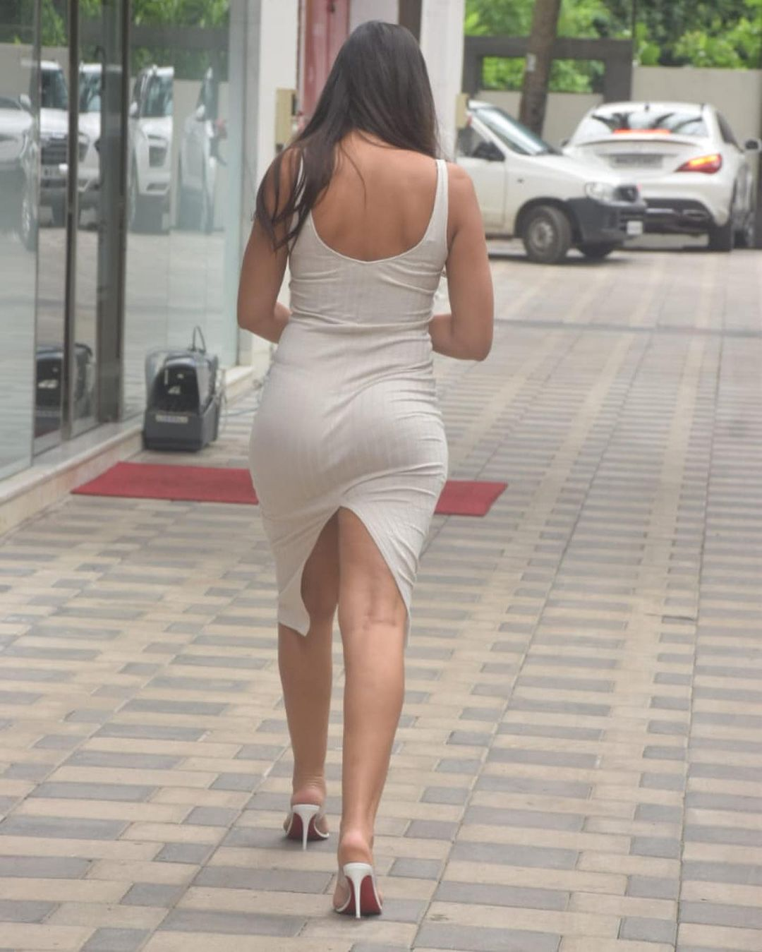 Actress Nora Fatehi Bootylicious Curves in Bodycon Dress 4